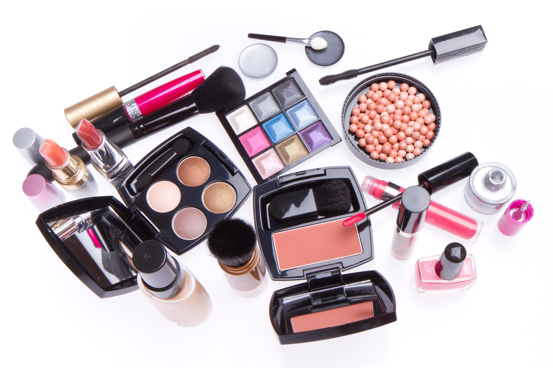 Eine große Auswahl an Make up-Utensilien - Foto: colourbox.de
