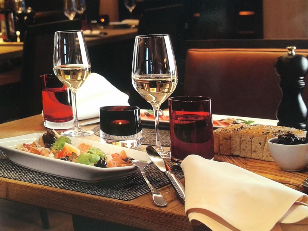 Knigge Tipps für ein Dinner mit Stil