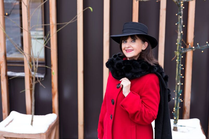 Roter Mantel mit Hut