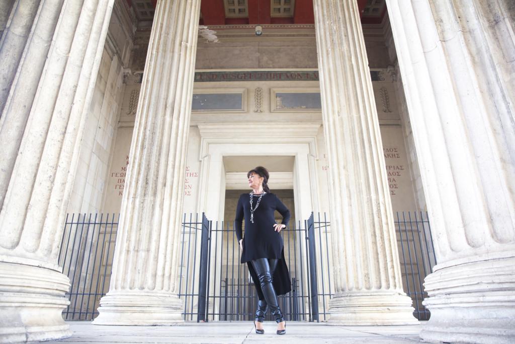 Black-Outfit-Säulen1