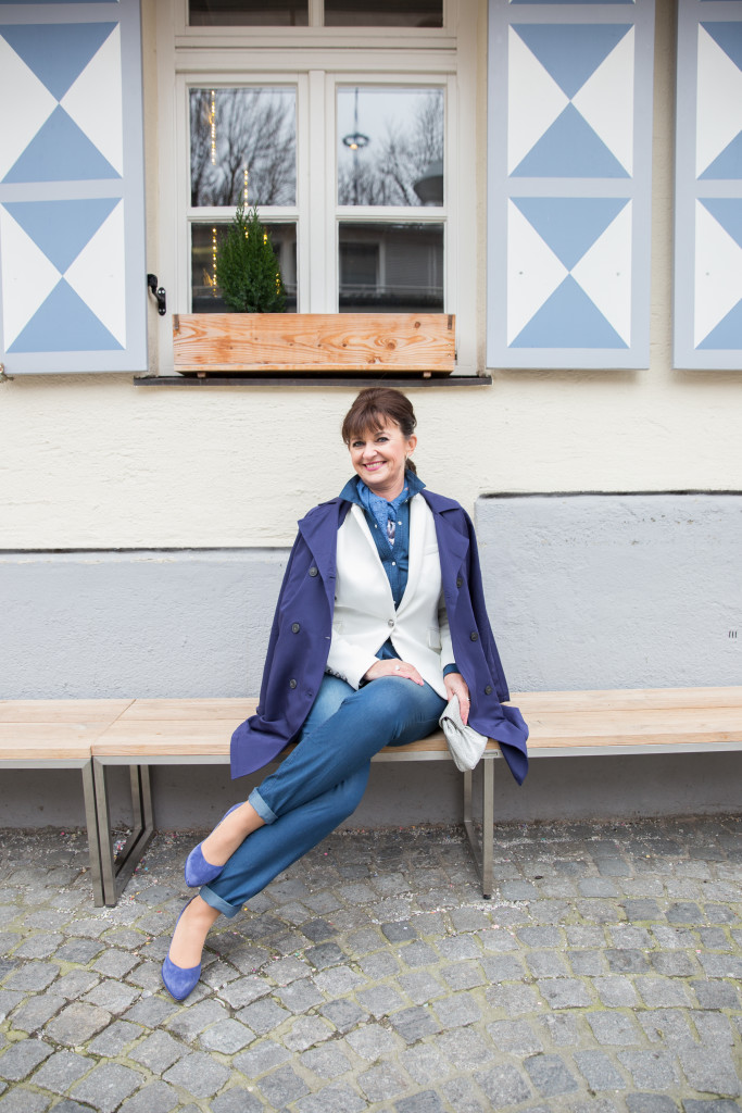 Helene-Fischer-Jumpsuit-Blazer-weiß-blau