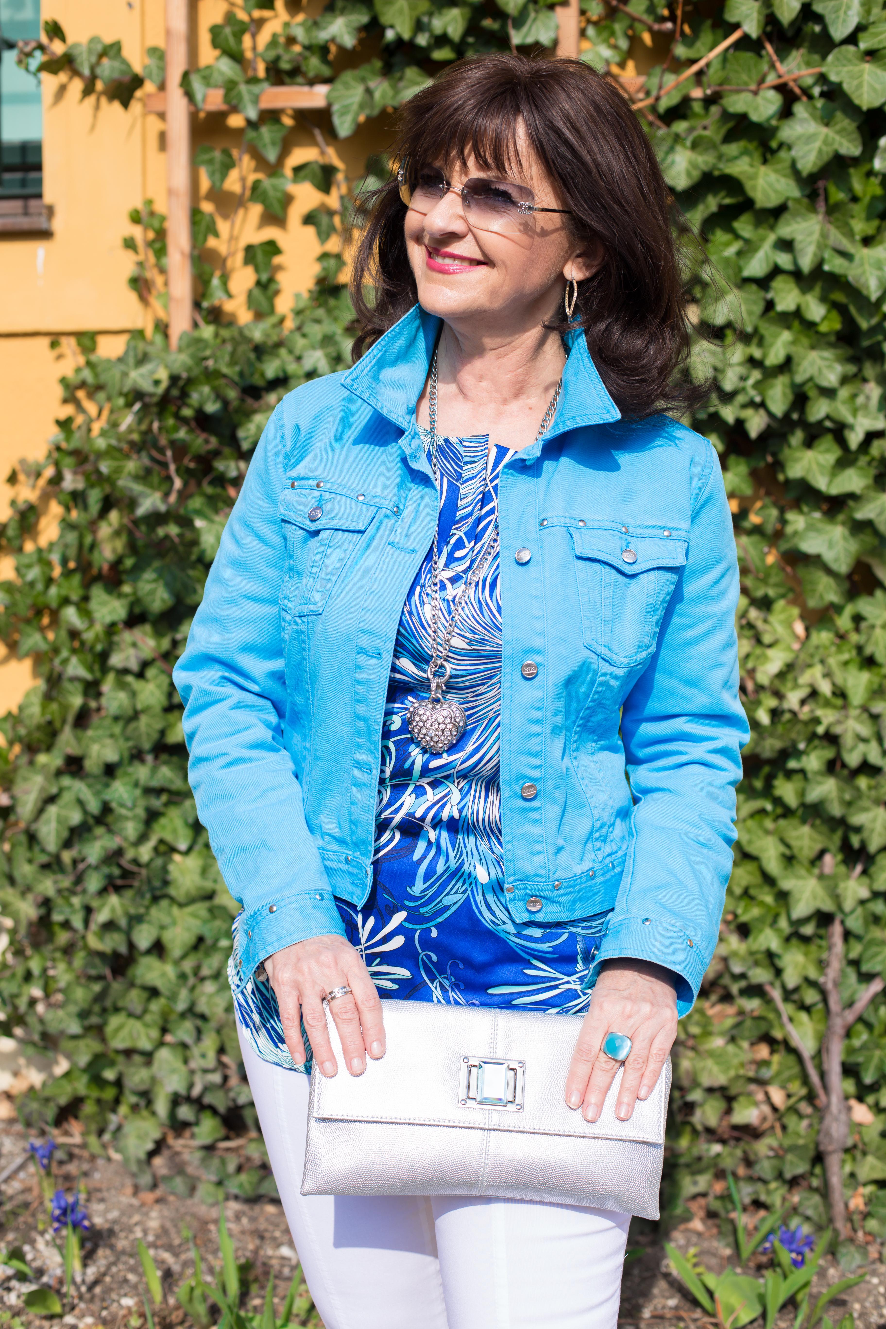 Blaue Jeans Jacke mit Tasche 2