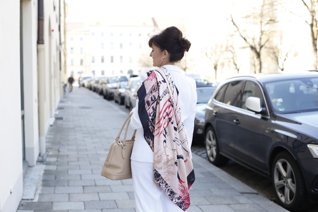 Look in White - Street - Tuch 2