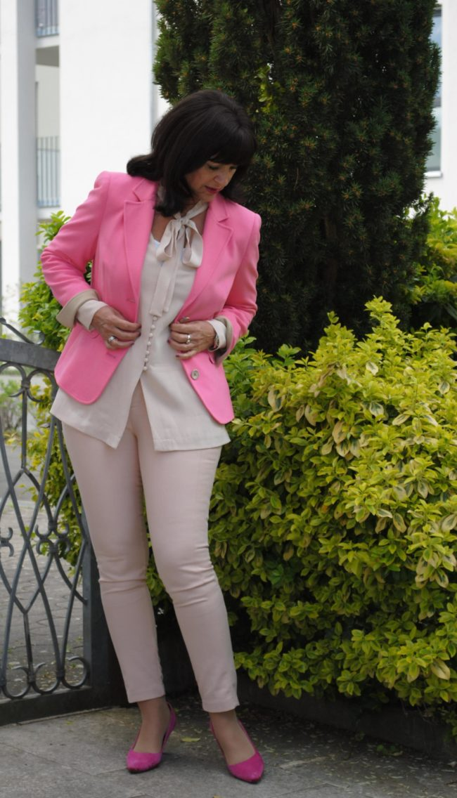 Rose Quartz mit Blazer