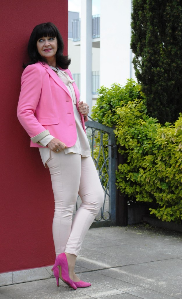 Easy Chic in Rose Quartz und pinkfarbigen Blazer