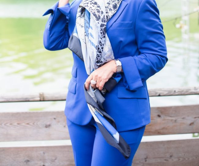 Blauer Hosenanzug - Ausschnitt Tuch - I