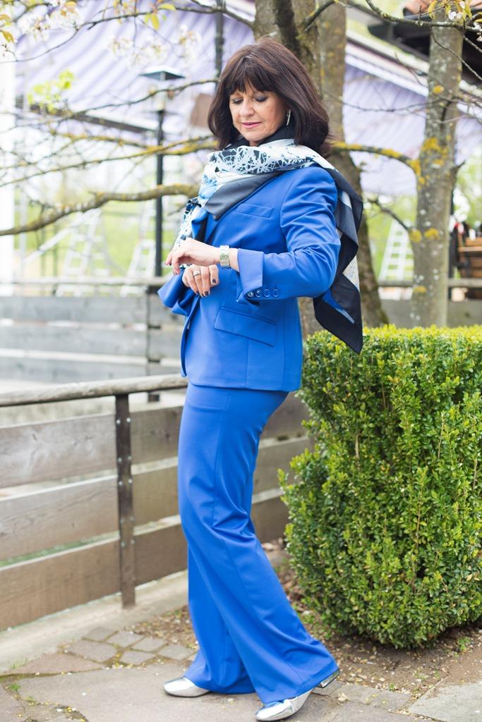 Blauer Hosenanzug - Look in Blue - I