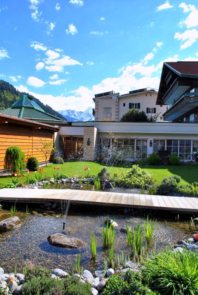 Zillertal 2016 Außenbereich mit Teich und Berge