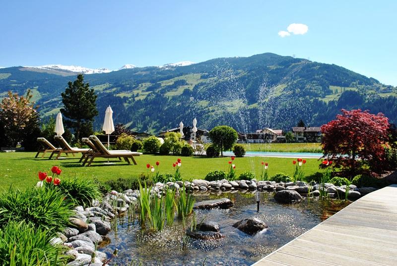 Zillertal 2016 Hotel Theresa mit Ausblick Hauptbild