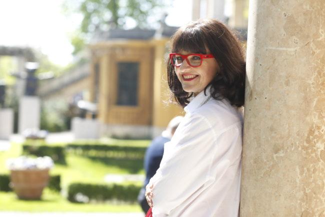 rote Brille im Profil