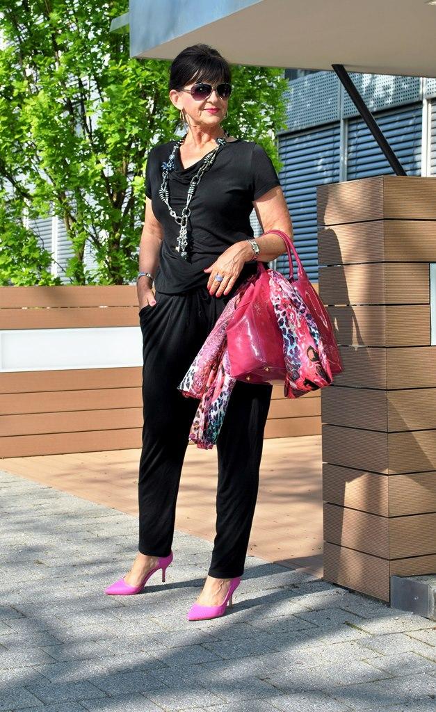 Jumpsuit im casual Look mit Accessoires