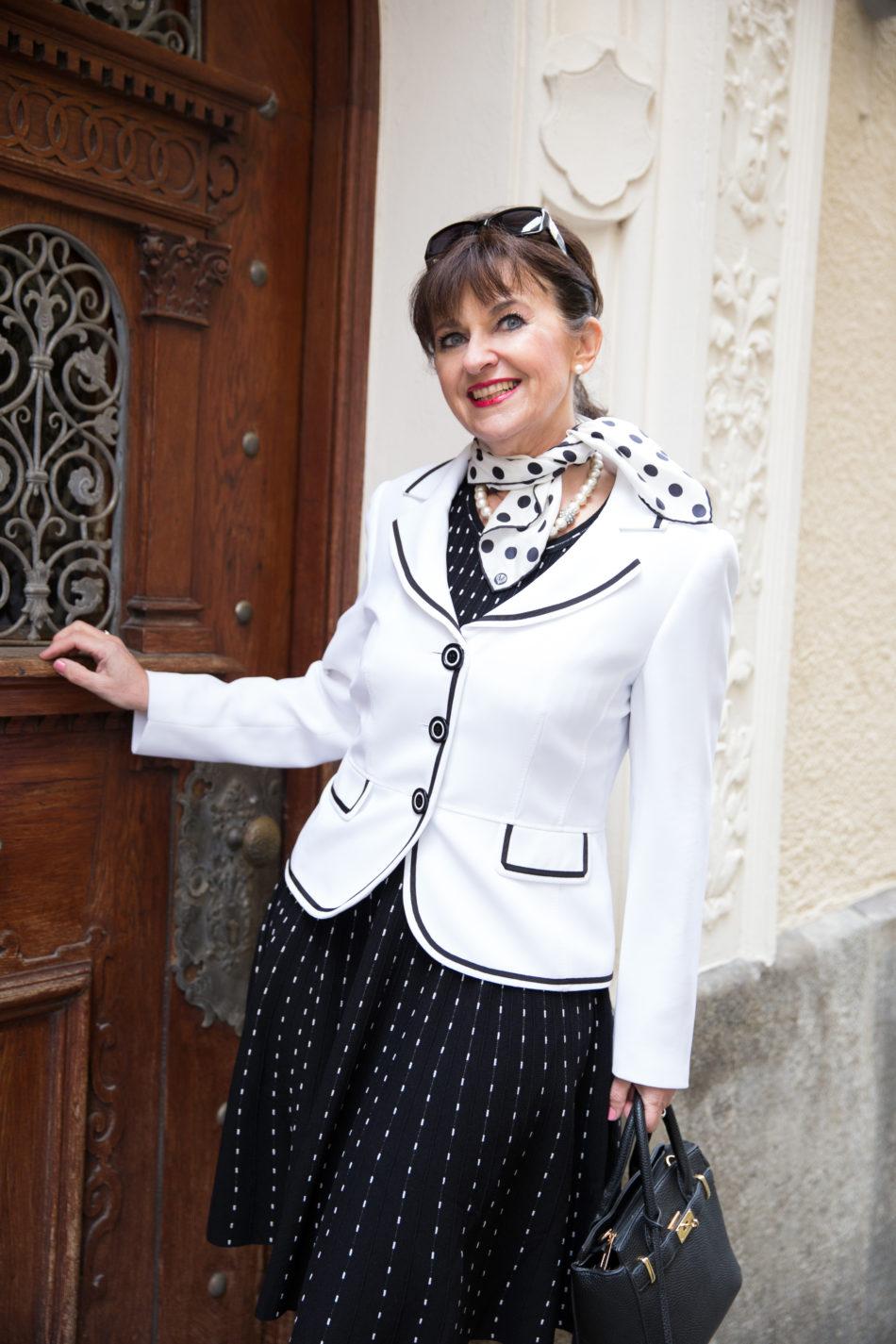 Blazer in weiß mit Kleid