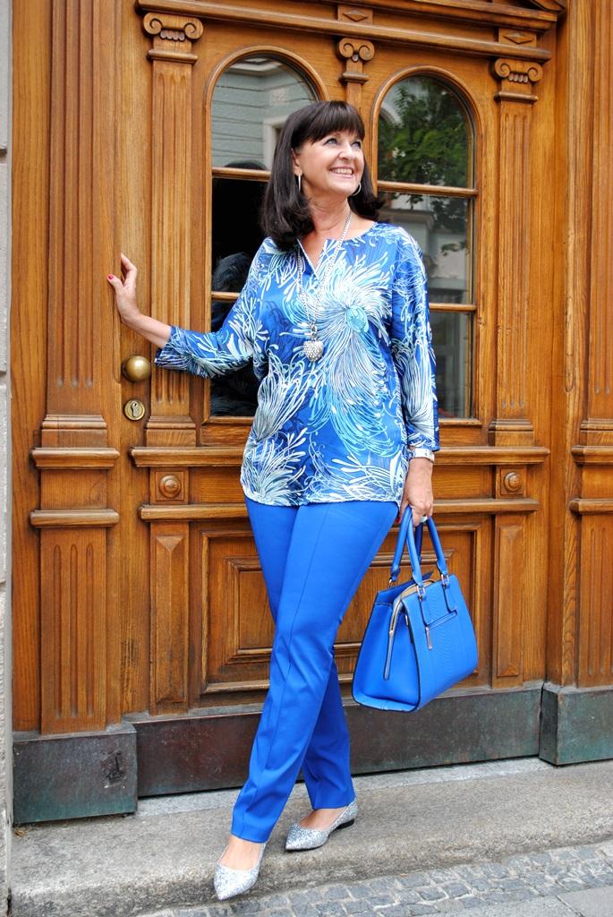 Kompletter Look in Blau