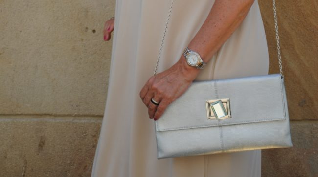 silberfarbige Handtasche