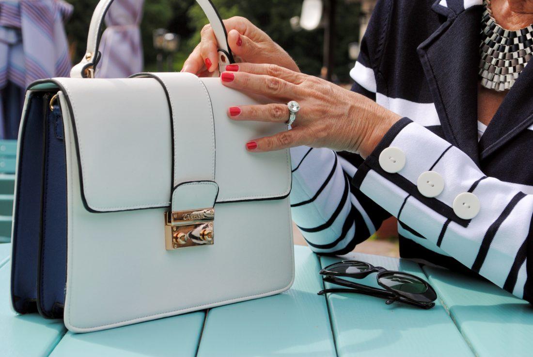 weiße Tasche im Business