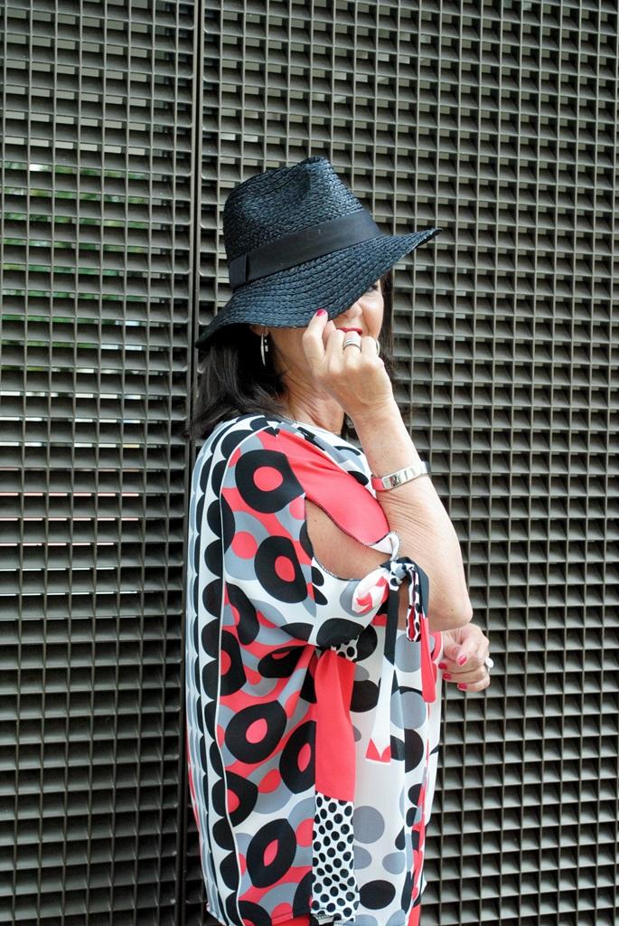 Bluse und Hut