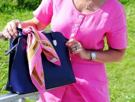 Handtasche mit kleinem Tuch