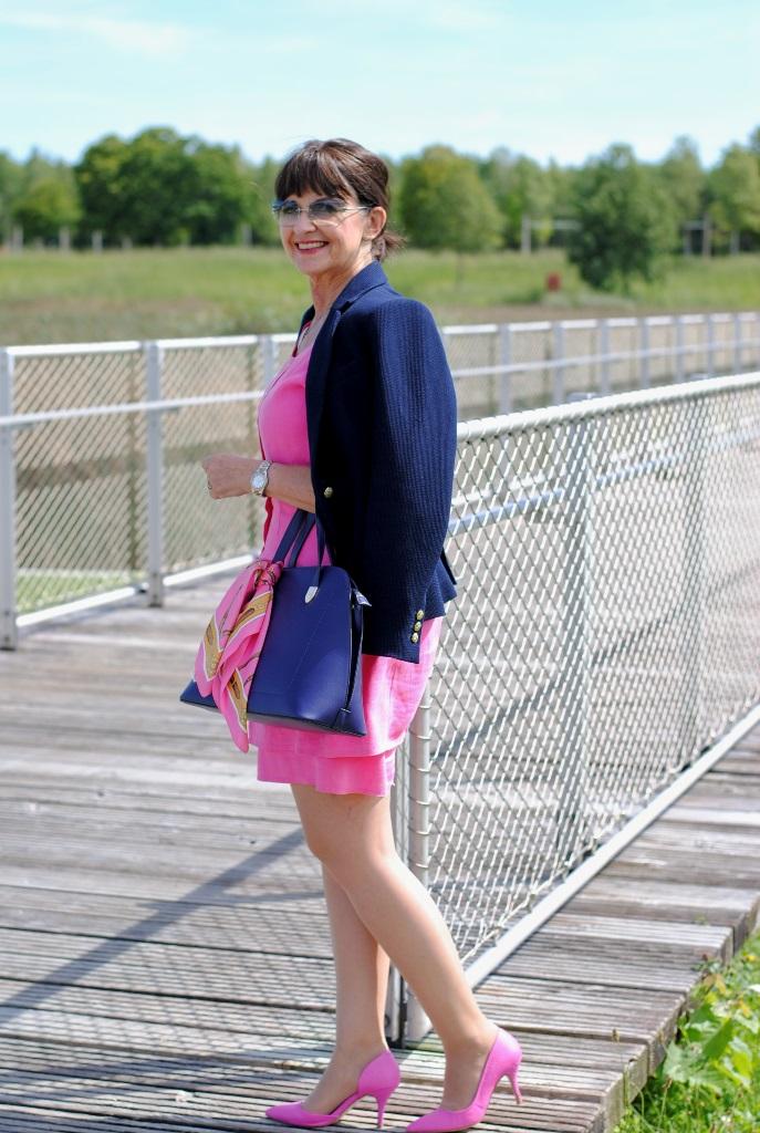 Pink Lady mit Blazer