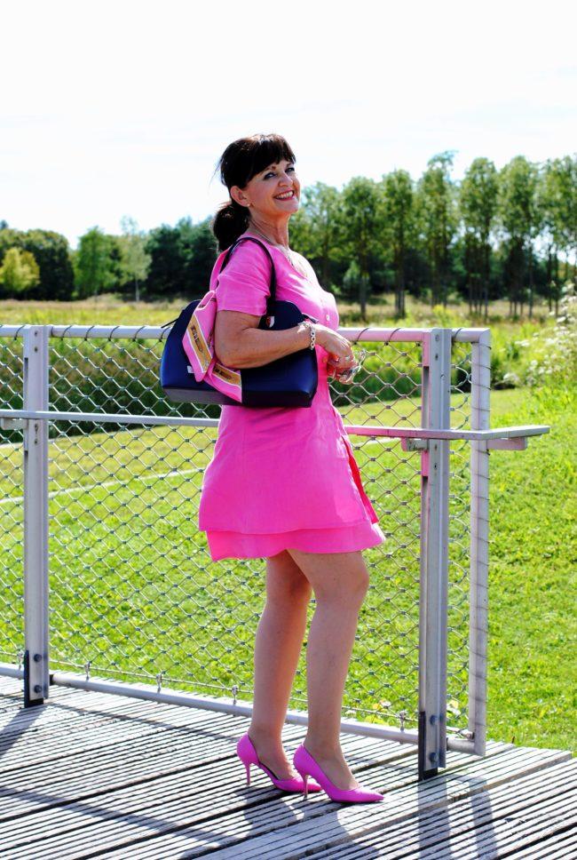 Pinkfarbiges Sommerkleid