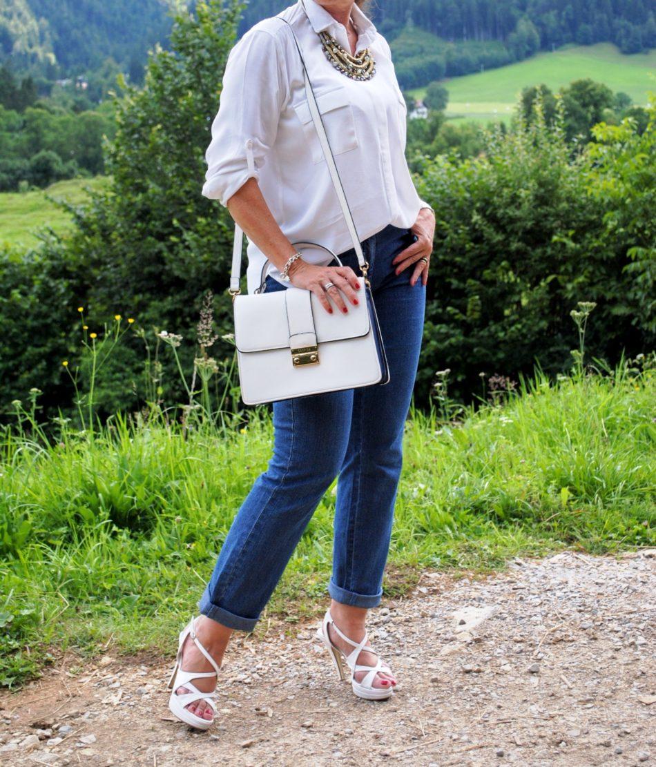 Tasche und Jeans