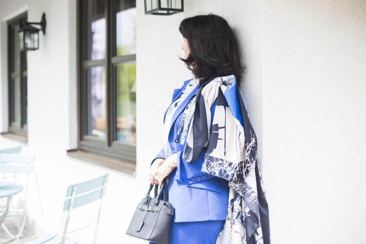 blauer-look-mit-tuch