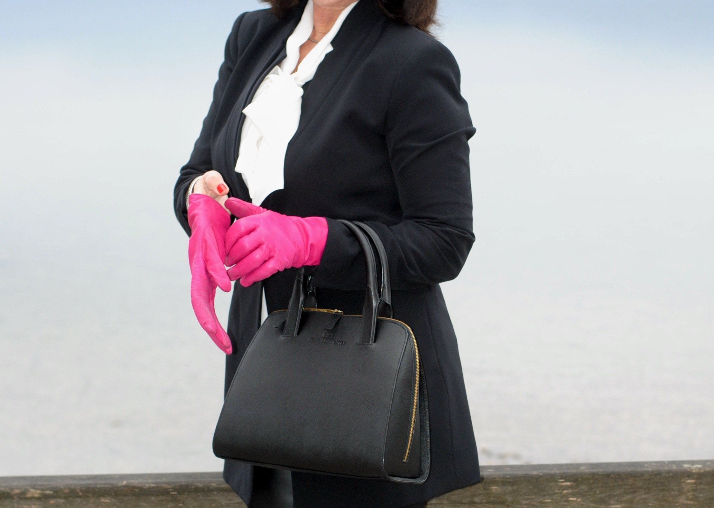 handtasche-handschuhe-bluse