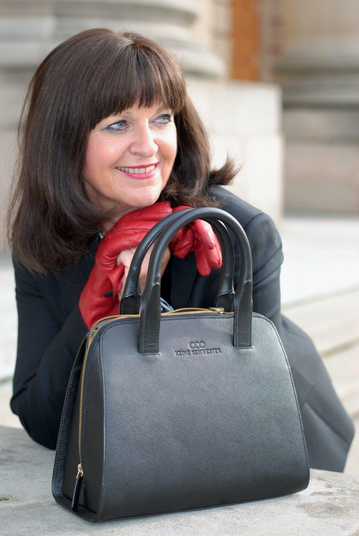 ladybag-blazer-rote-handschuhe