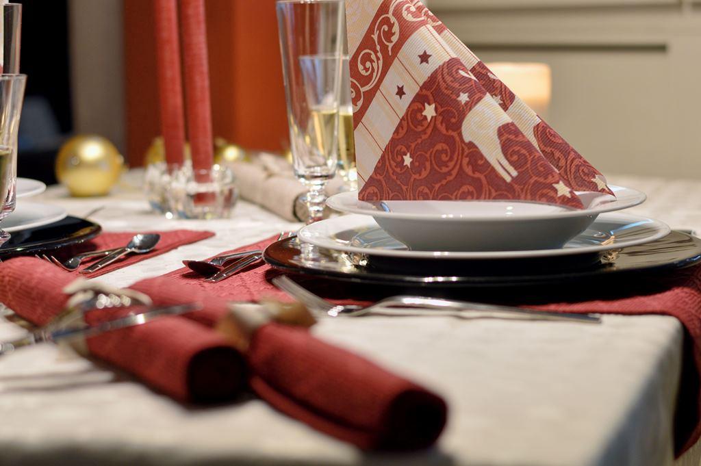 Weihnachtlich aufgetischt - Ideen für die Festtagstafel