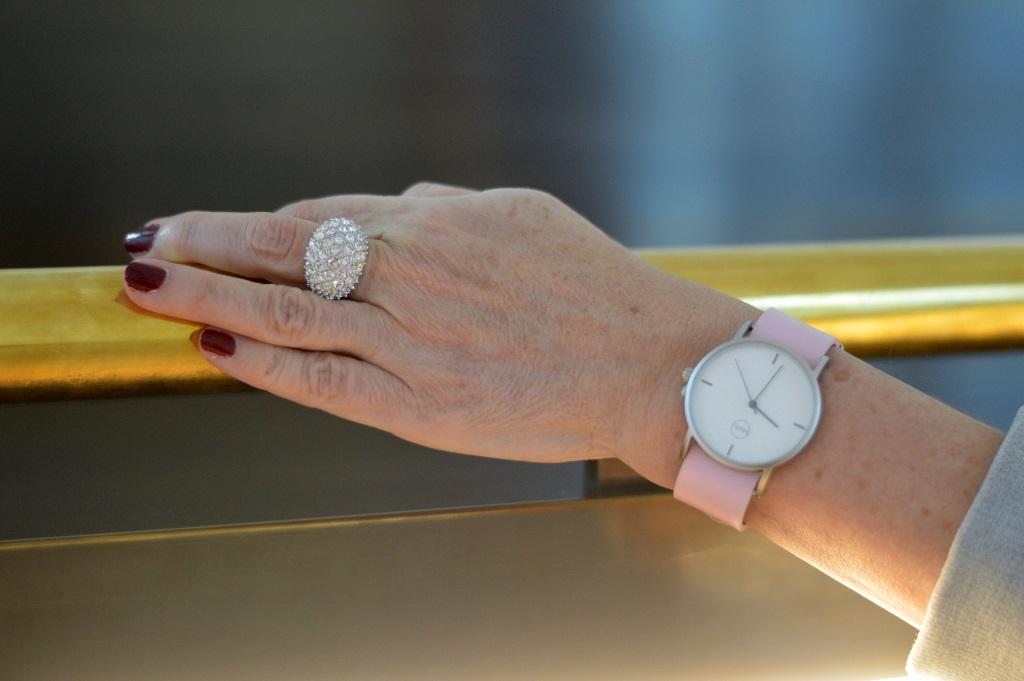 Rosefarbige Uhr