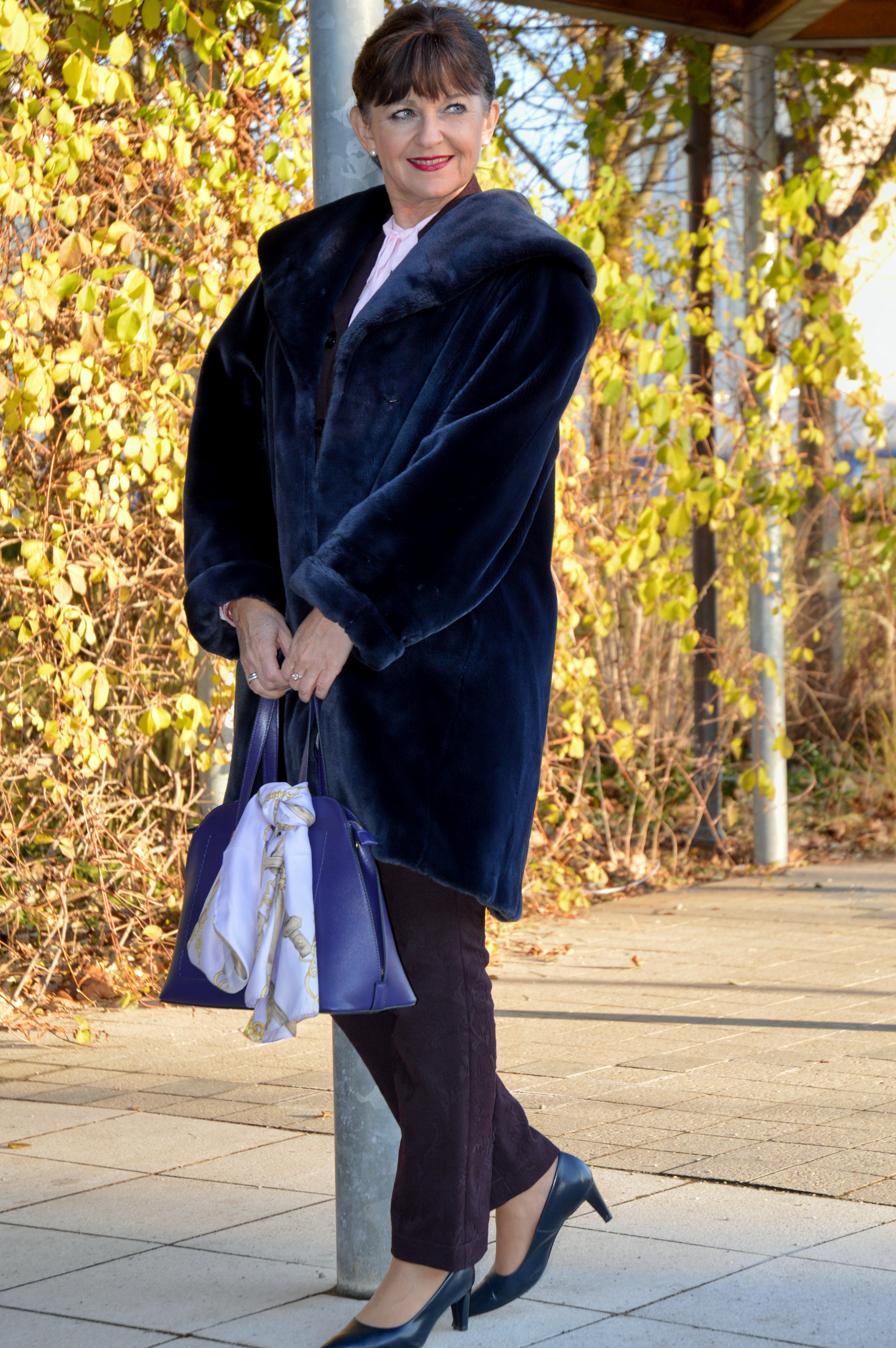 Fake Fur Mantel in Blau
