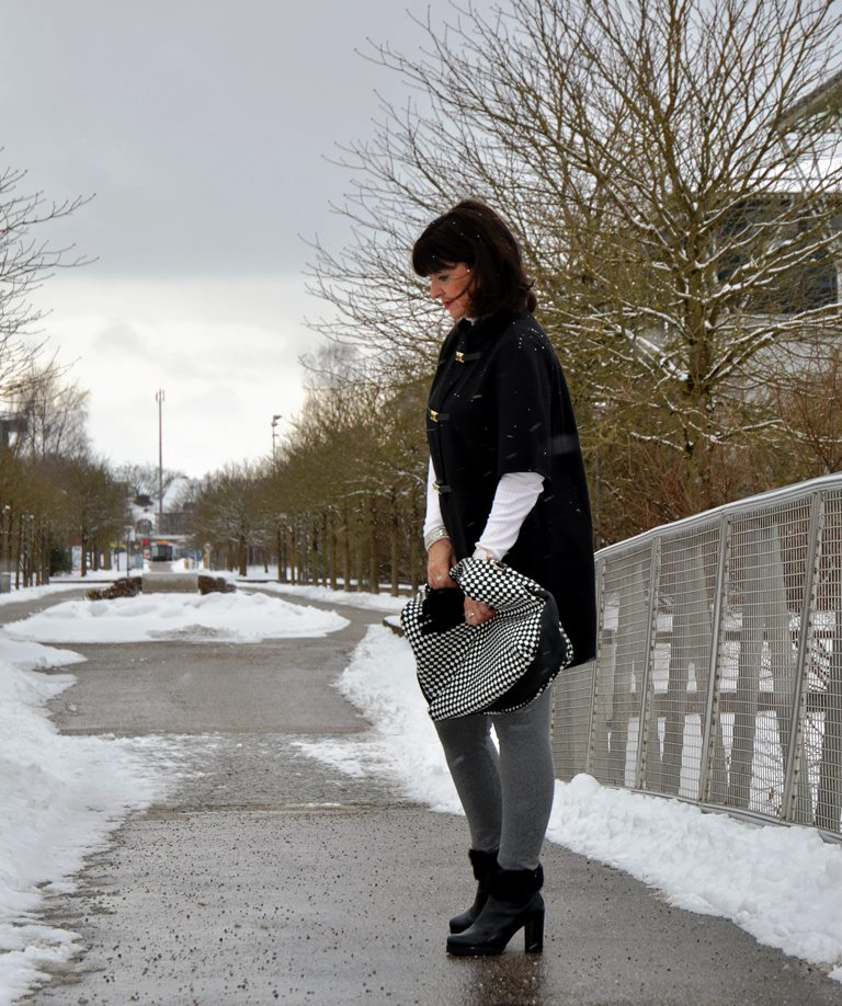 Cape GMK im Winterlook