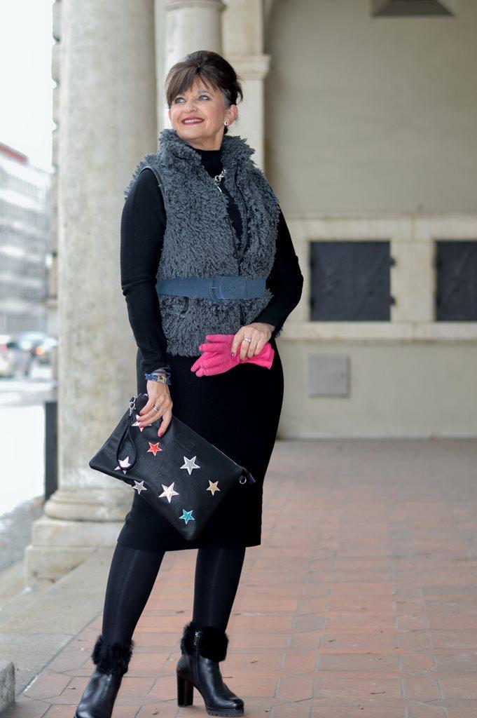 strickkleid-mit-weste-und-handschuhe