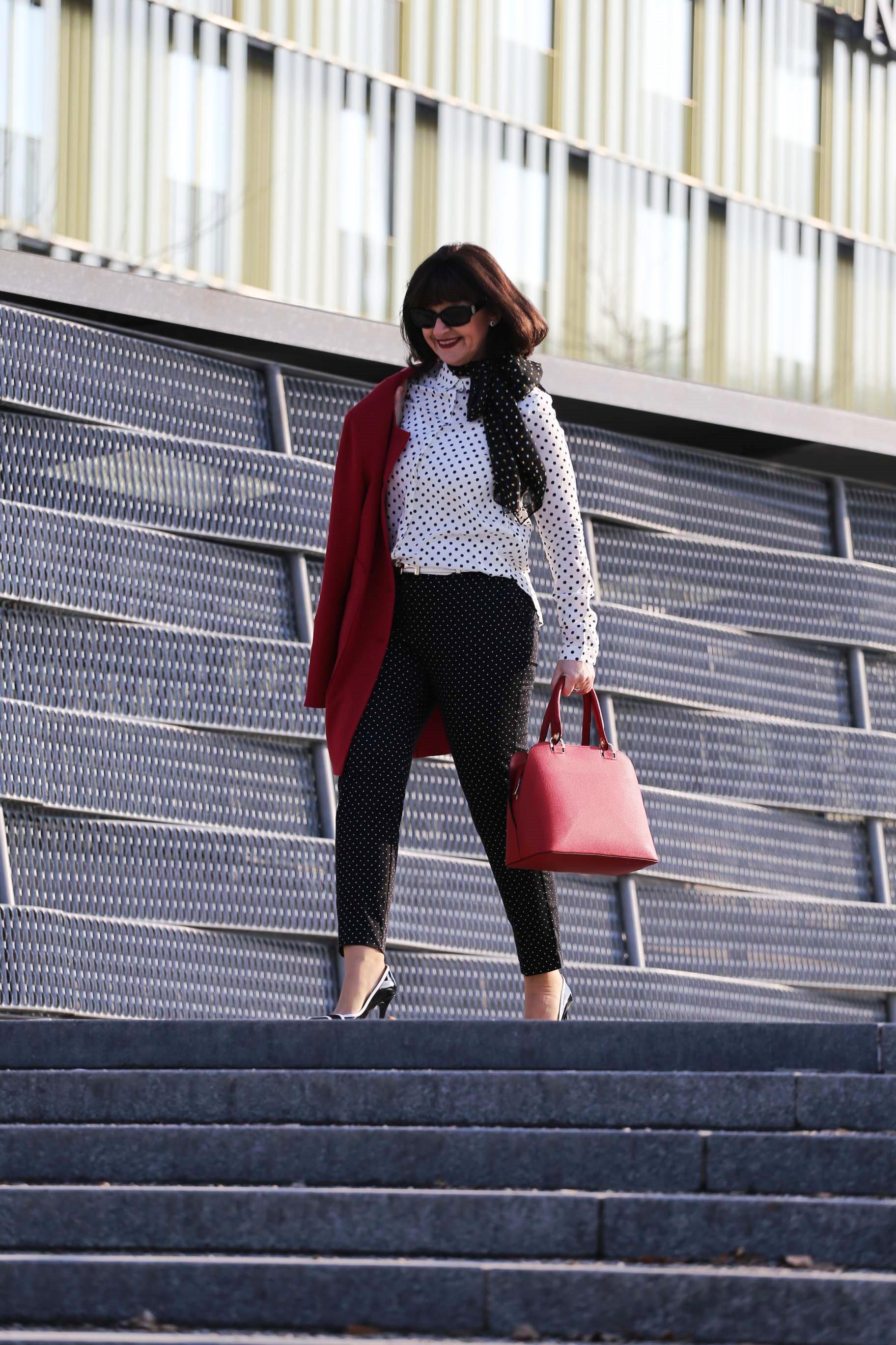 In zahlreichen Fashion Show sind die weißen Tupfen auf schwarzem Grund,  oder schwarze Tupfen auf weißem Grund gerade wieder extrem angesagt. 0845a50657