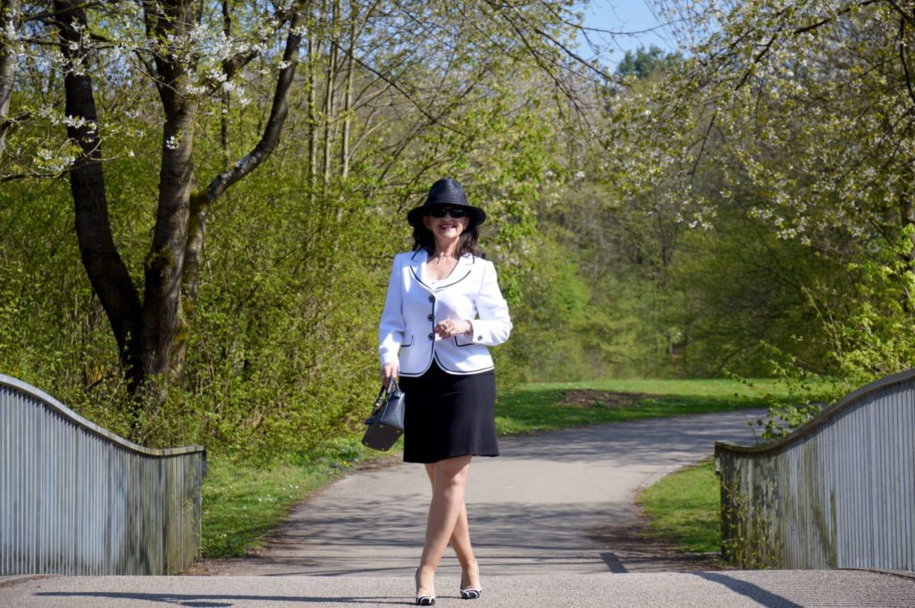 Look of the week – Black and White mit Rock und Jacke