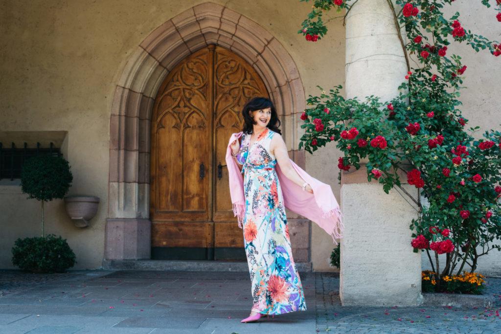 MAXIKLEID – Weiblichkeit im Sommerkleid