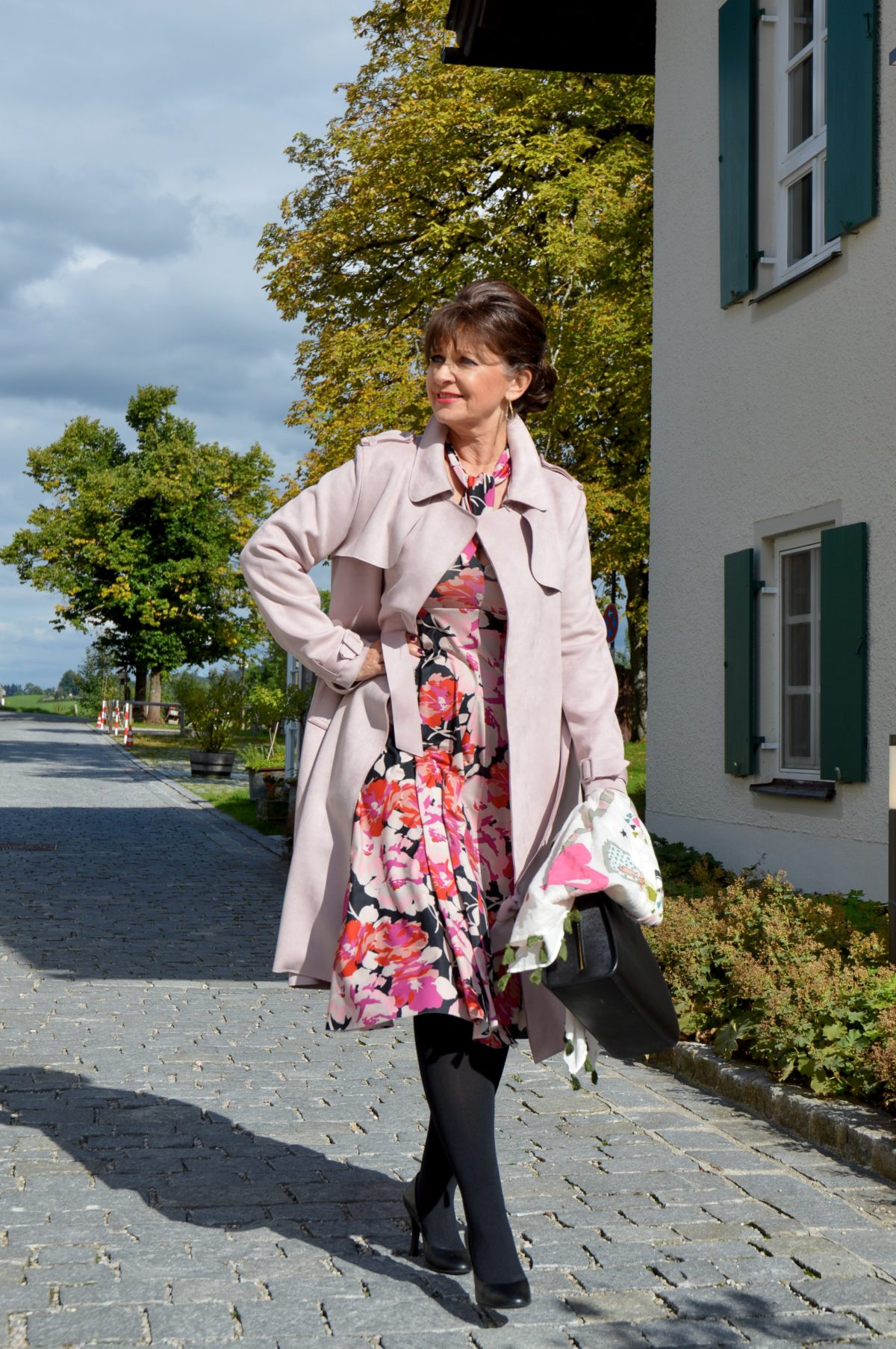 watch 3a36a c90d9 Beschwingtes Kleid mit Trenchcoat - Business Look - Martina ...