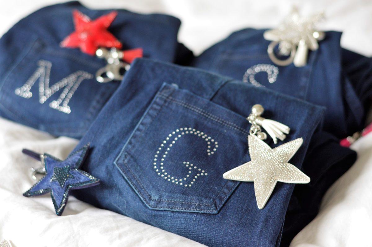 Jeans mit Monogram