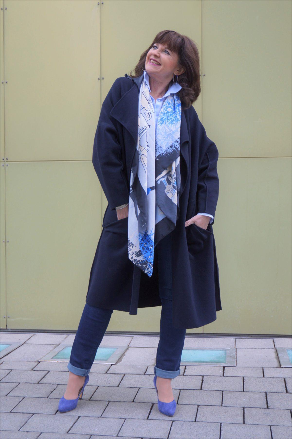 Jeans mit Strickmantel