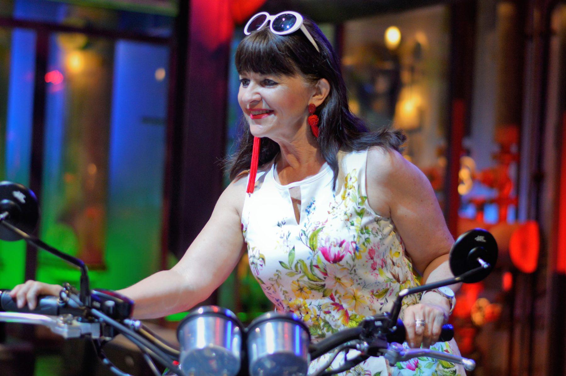 Sommerkleid mit Motorrad