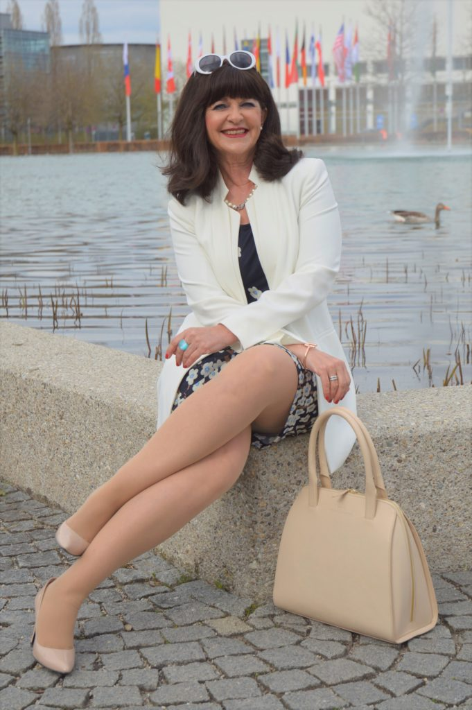 Laurel Kleid mit weißem Blazer