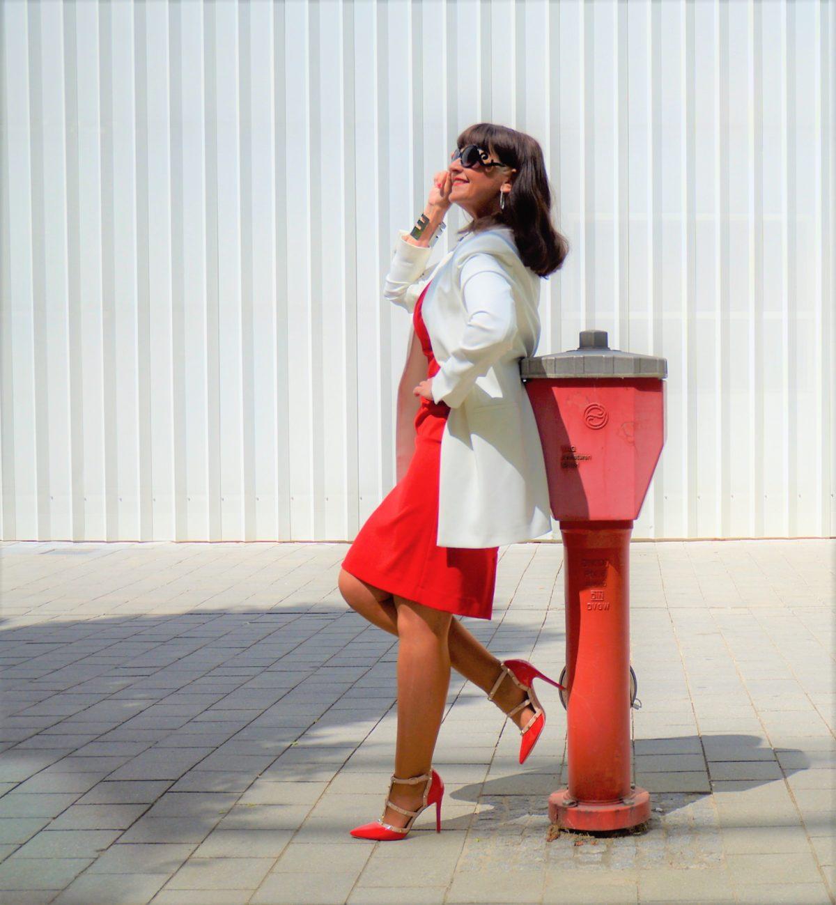 welche jacke zu rotem cocktailkleid