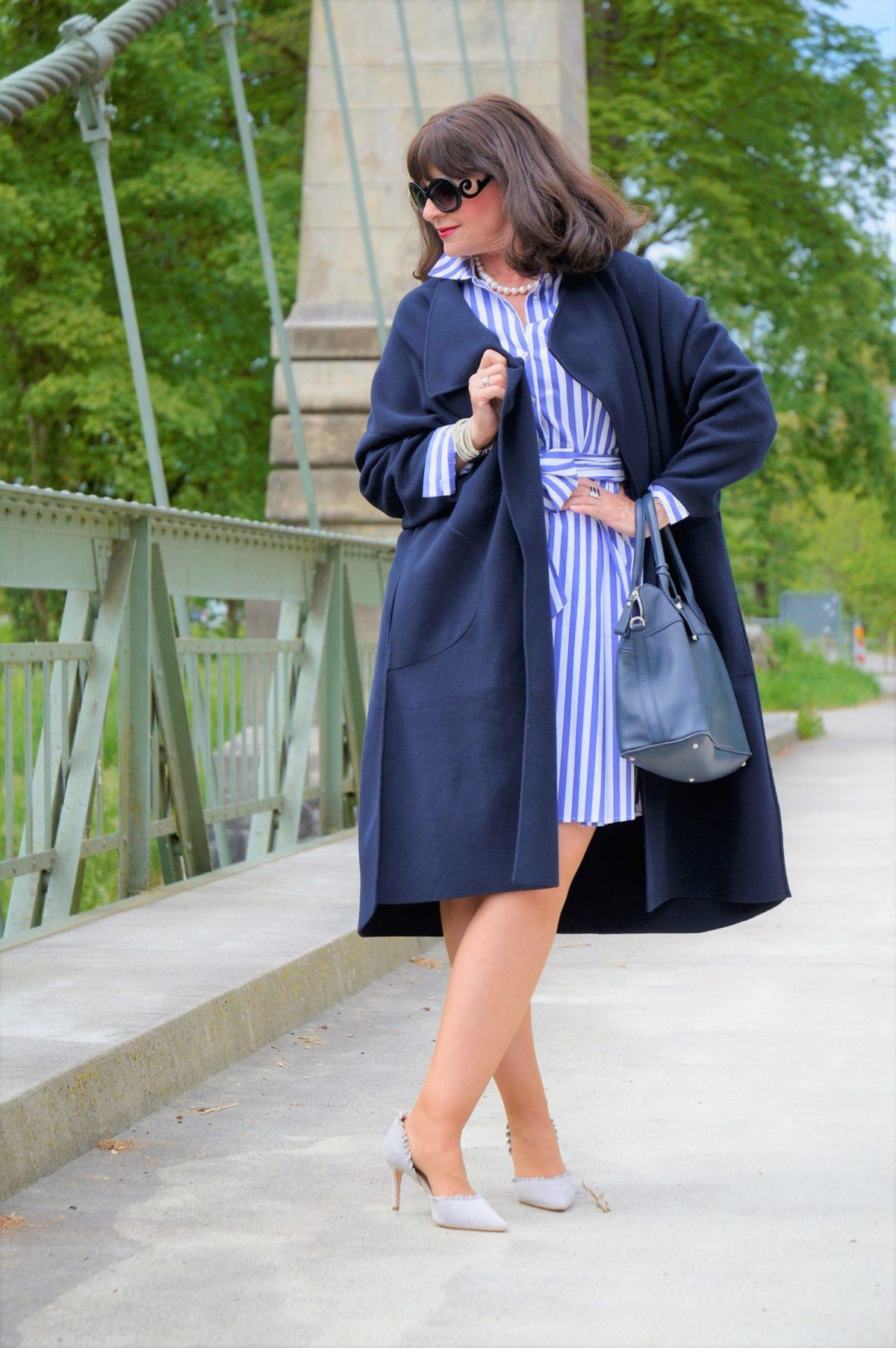 Hemdblusenkleid mit Mantel