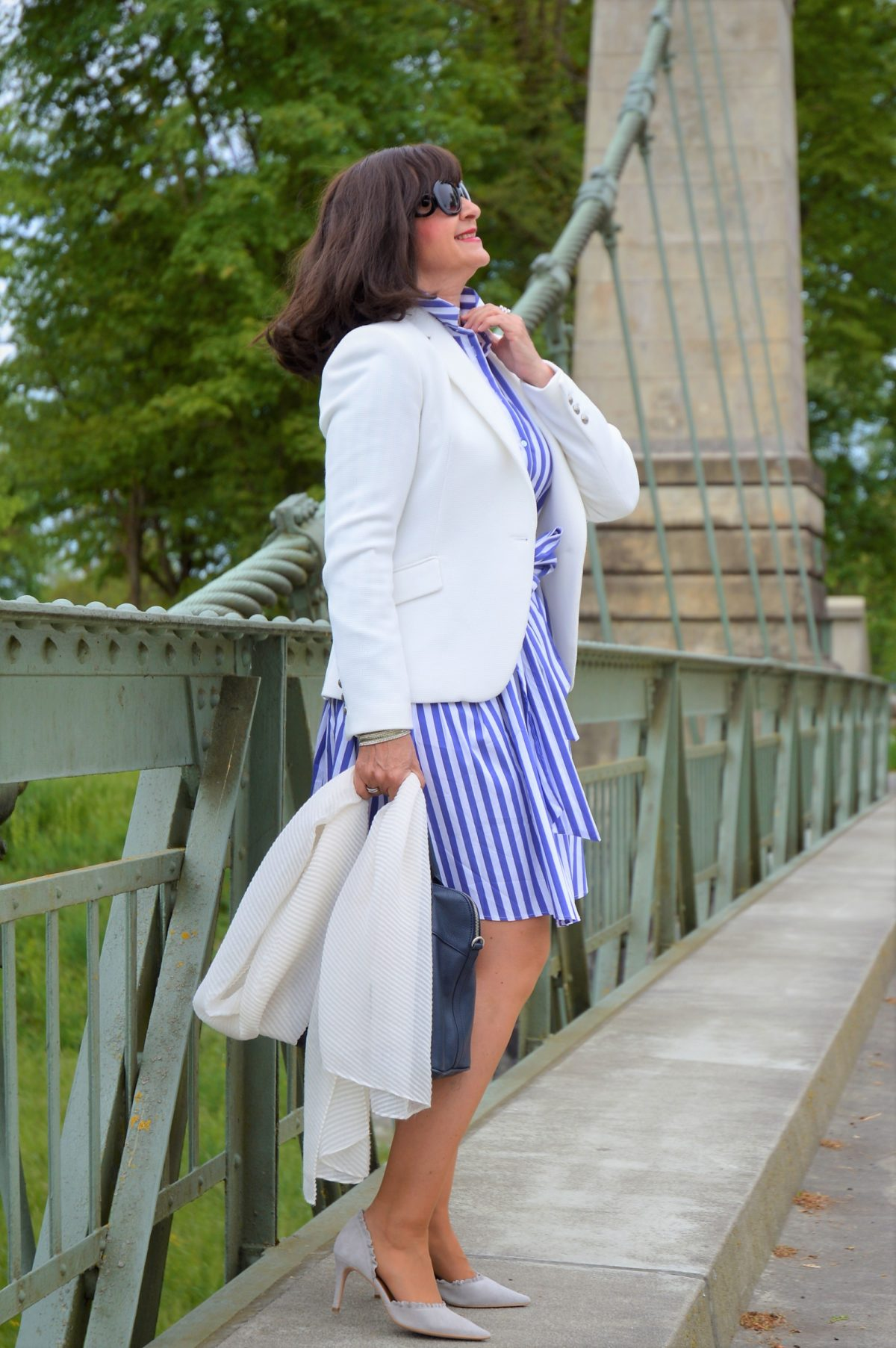 weißer Blazer mit Kleid
