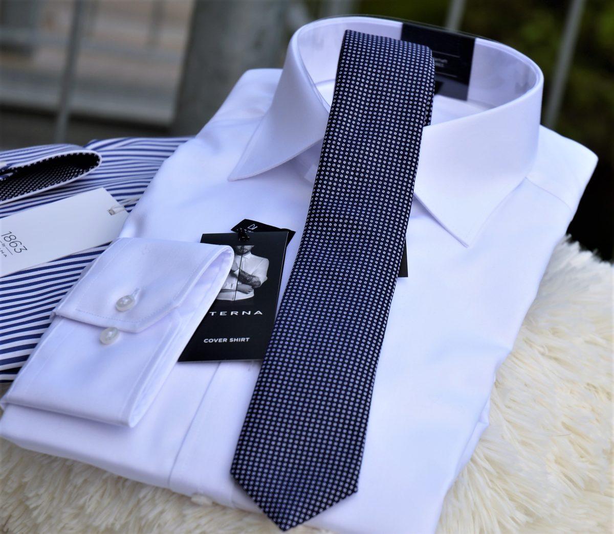 weißes Hemd mit Krawatte
