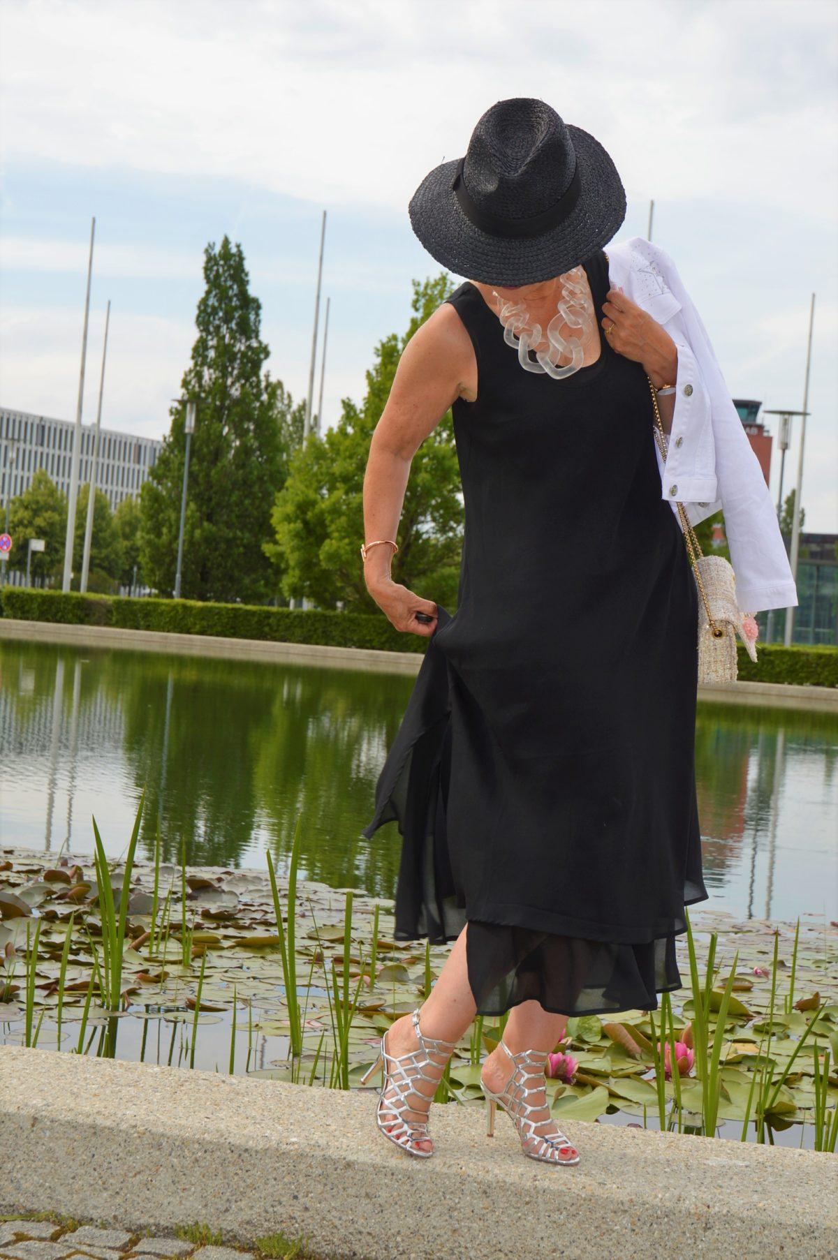 Sommerkleid mit Hut