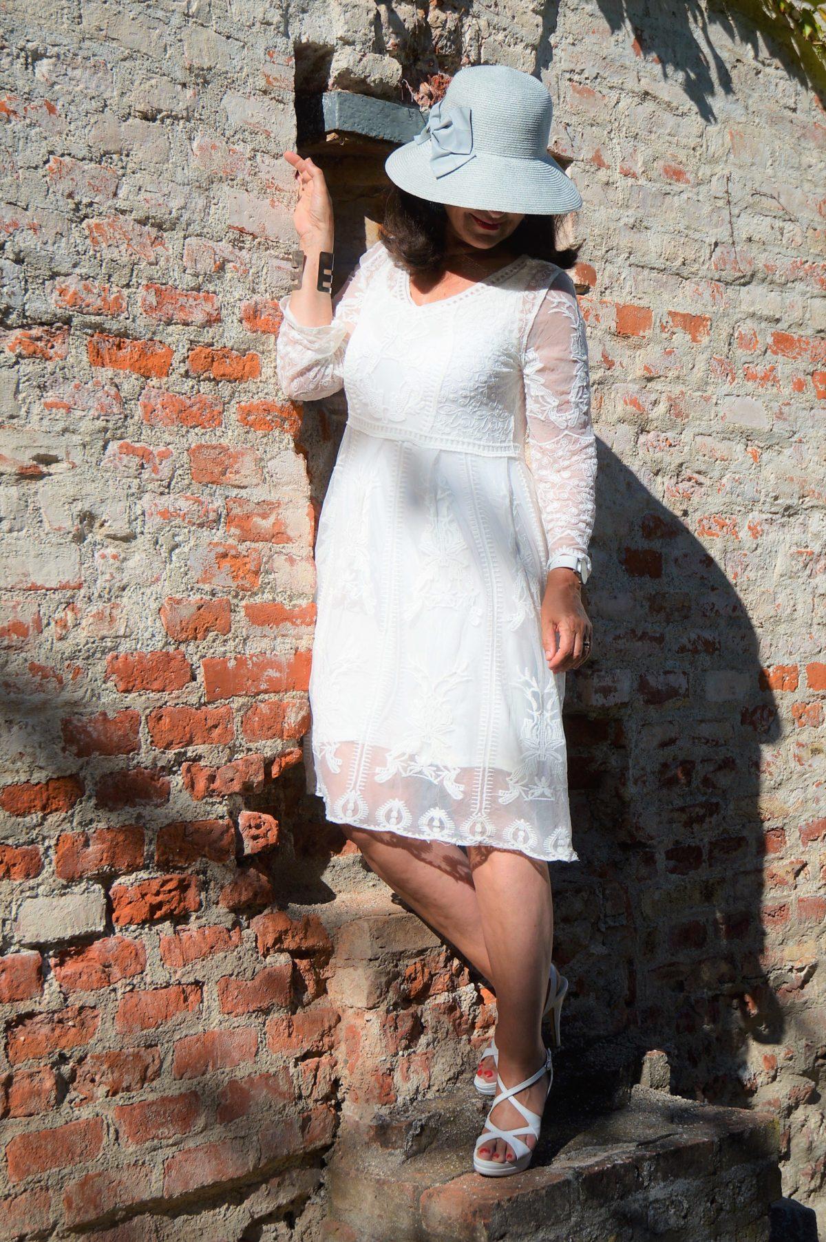 Kleid mit Spitze von BB