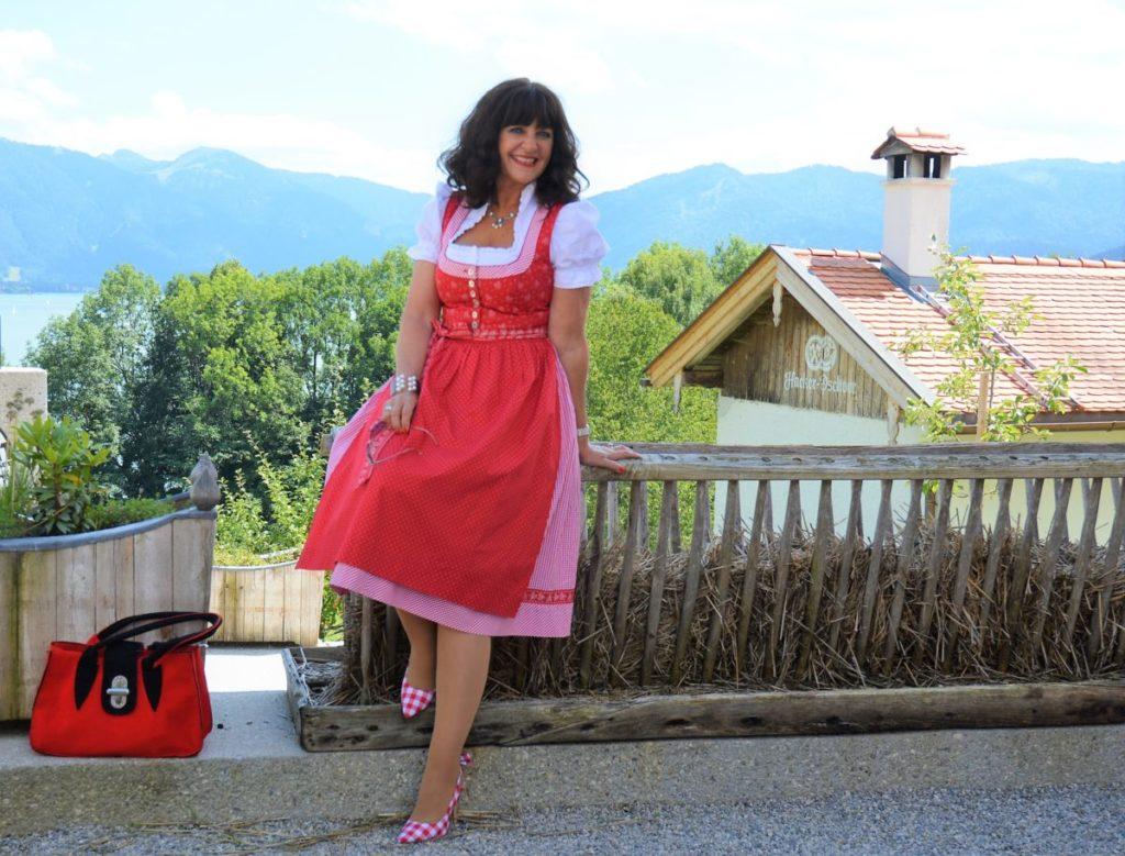 Im roten Dirndl zum Seefest in Tegernsee
