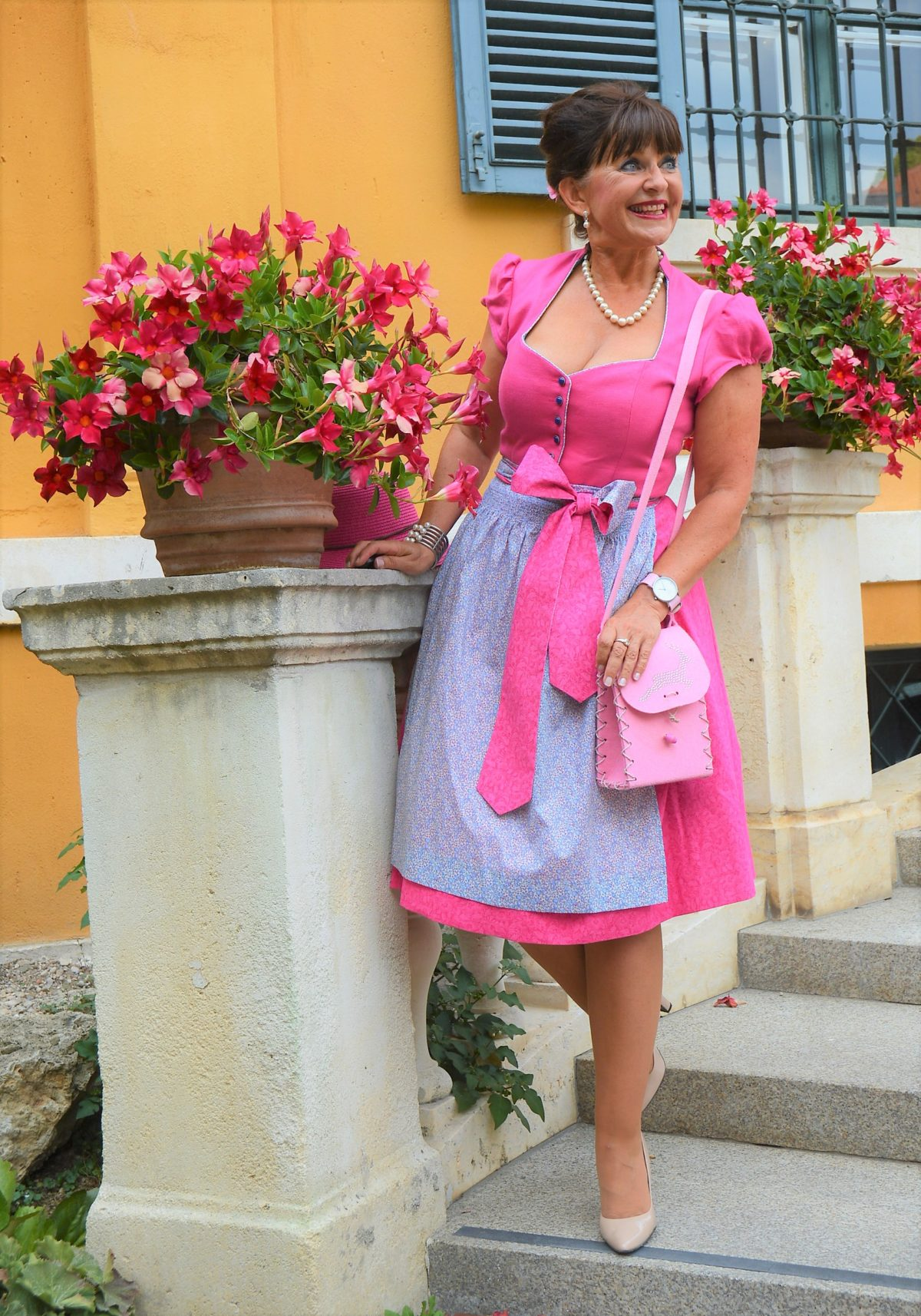Dirndl mit Hut in Pink