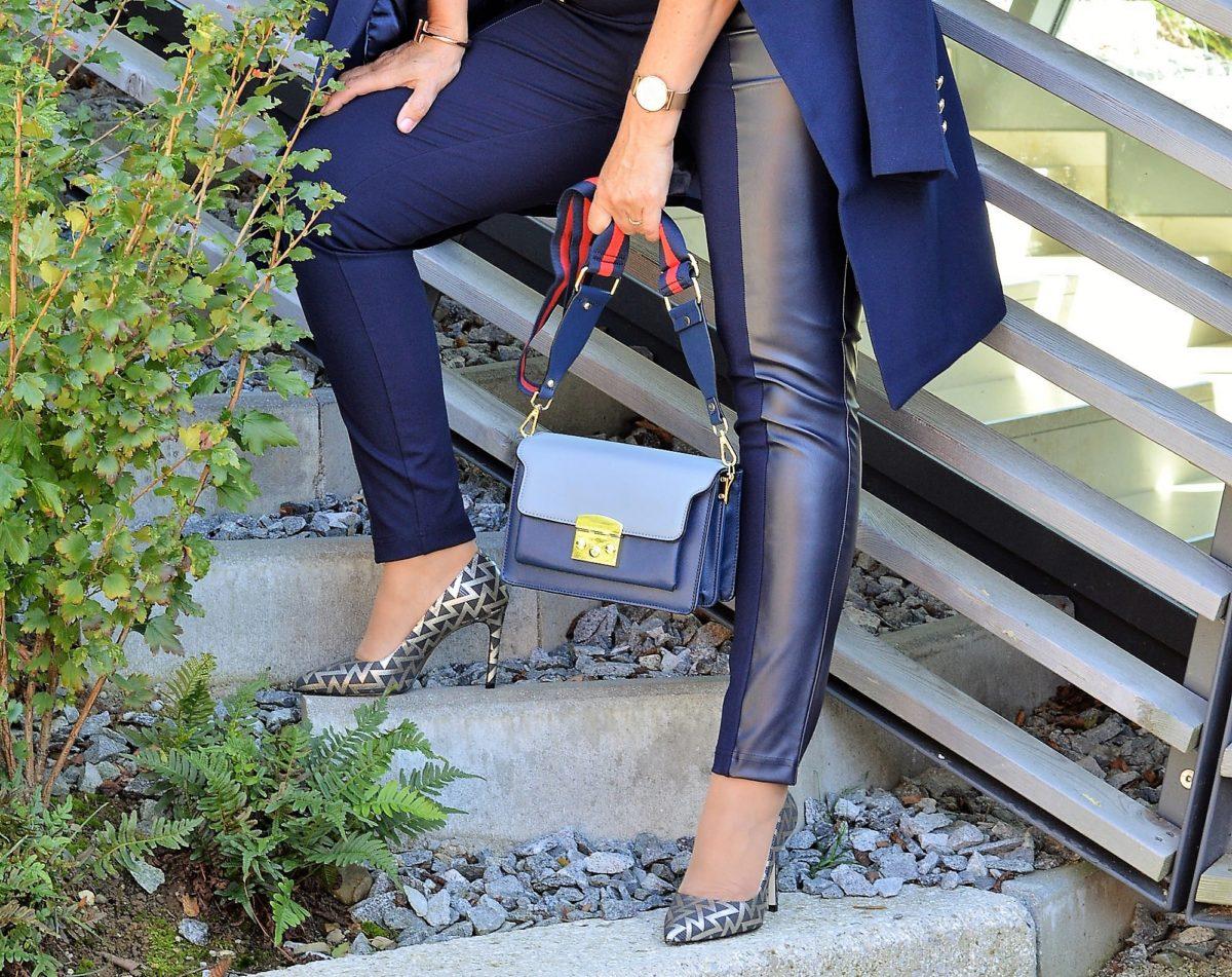 Tasche und Schuhe blau