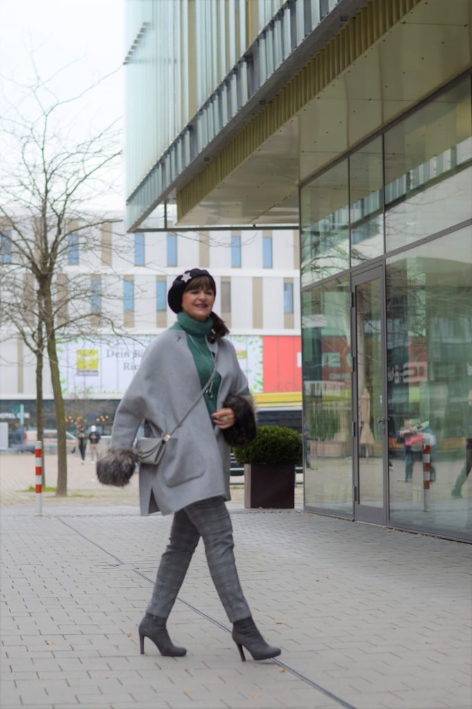 City Look grau mit cape